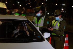 Carabineros informó que cifra de detenidos por toque de queda se mantuvo bajo los 100