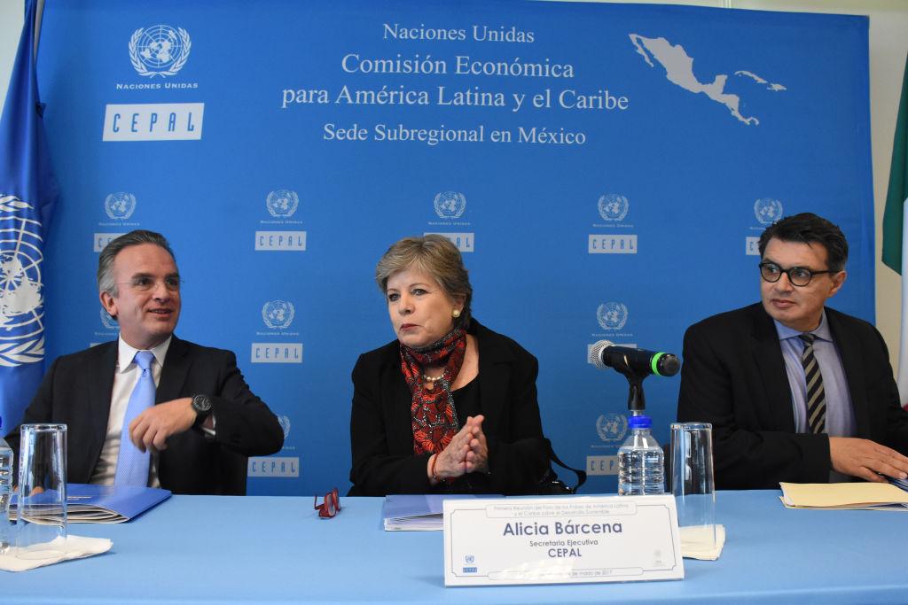 La secretaria ejecutiva de la comisión Alicia Barcena