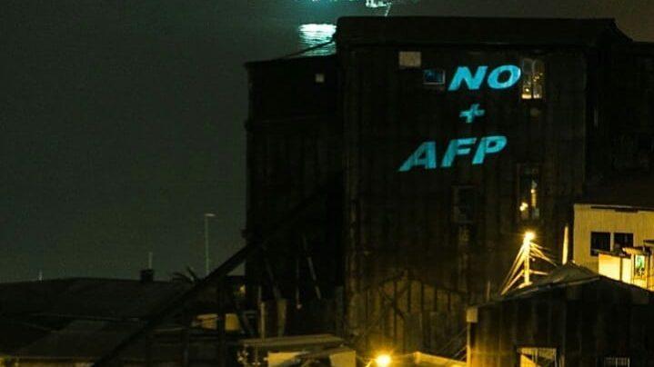 Cacerolazos en distintos puntos de Santiago y de Chile se toman la noche previa a una nueva votación por el retiro de 10% de los fondos en la AFP