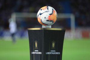 Revisa los duelos pendientes de Colo Colo y la UC por la Copa Libertadores