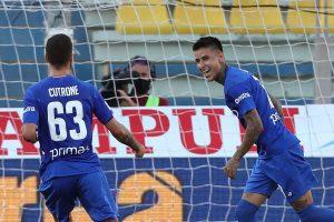 Erick Pulgar anotó un doblete en sufrida victoria de la Fiorentina ante el Parma