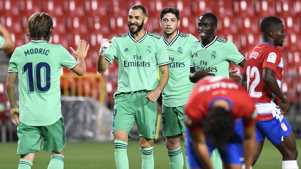 Real Madrid derrotó al Granada y se acerca al título