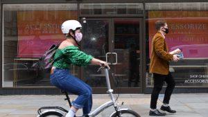 Reino Unido decretará el uso obligatorio de mascarilla en el comercio