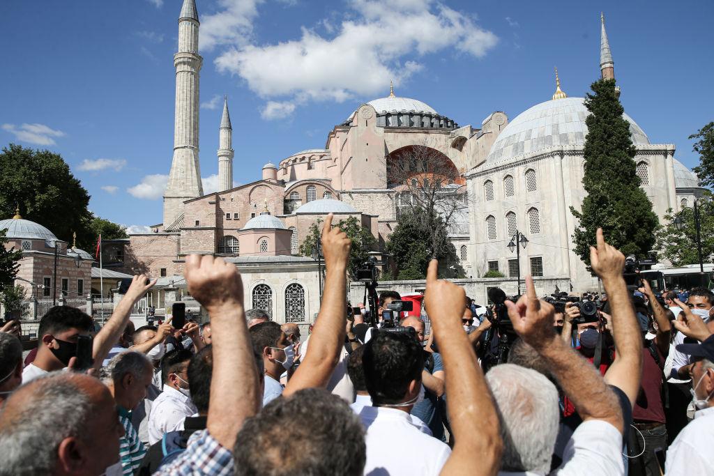 Manifestación a favor de que el Museo Santa Sofía sea una mezquita
