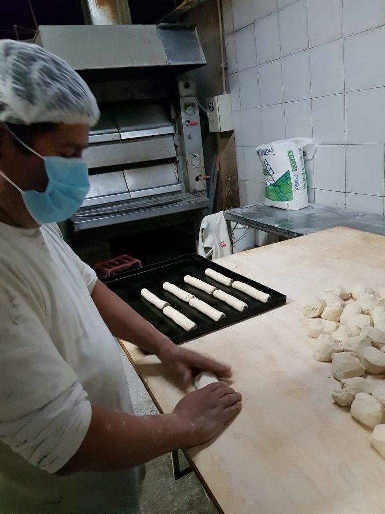 Primero fue alcohol gel: Producirán pan a partir de la cebada para hacer cervezas