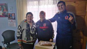 """""""Todo suma: nuestro ADN es ayudar"""": Entrenador de fútbol cesante colabora con niños en medio de la pandemia"""