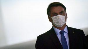 Sorprendieron a Bolsonaro en las afueras del palacio presidencial, sin respetar la cuarentena