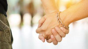 Parlamentarios ingresaron proyecto que busca despenalizar relaciones consensuadas entre menores de edad del mismo sexo