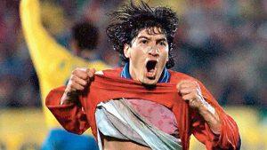 A 24 años del lluvioso reestreno de Nelson Acosta en la selección chilena goleando a Ecuador
