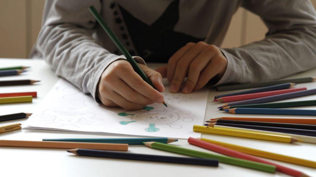 """Director de Aldeas Infantiles SOS: """"Se ha dado mayor énfasis en las residencias de adultos mayores y los niños y niñas han pasado colados"""""""