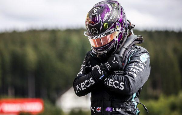 Lewis Hamilton le dedicó su 93º pole a Chadwick Boseman