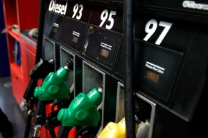ENAP informó que volverá a bajar el precio de los combustibles por 23 semanas consecutivas, aunque la disminución será menor