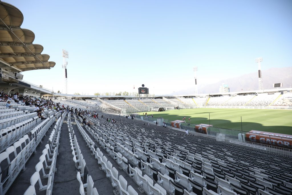 Adelantan que un máximo de 324 personas podrán estar presentes en los estadios para el retorno del fútbol