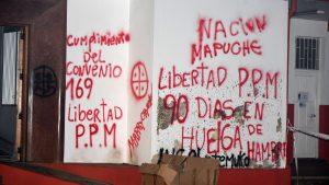 La Araucanía: enfrentamientos entre habitantes y comuneros mapuche dejó una veintena de detenidos en Curacautín
