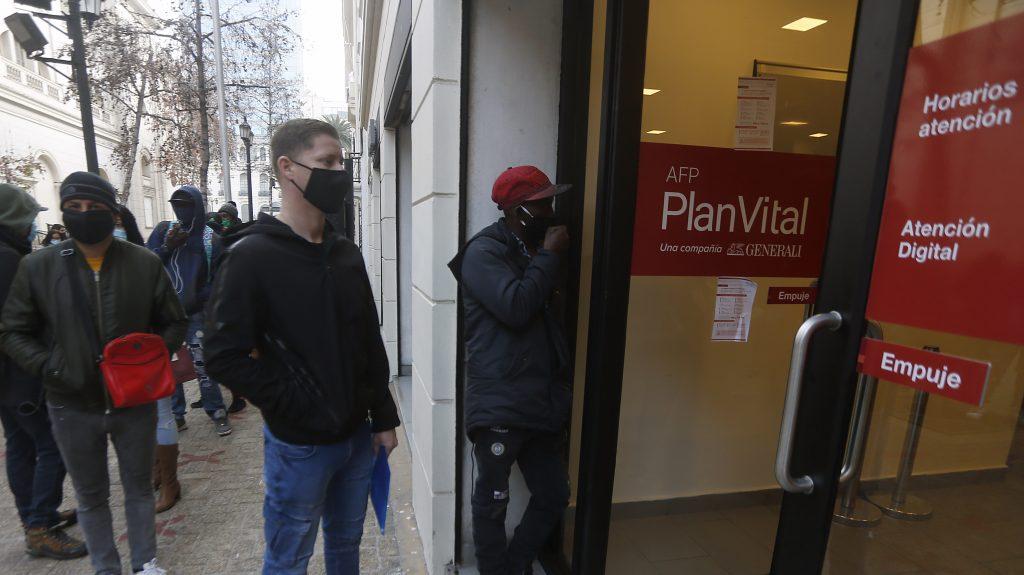 Planvital y Provida iniciarán depósito de primera cuota de retiro de ahorros previsionales este viernes