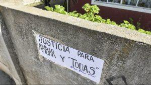 Vecinos funaron a mamá de Ámbar Cornejo sacando las cosas de la casa que compartía con el presunto homicida en Limache