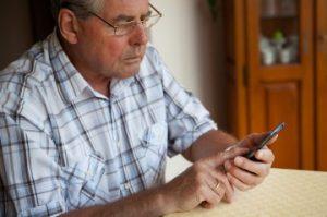 Instituto de Previsión Social lanzó página web entregando consejos para evitar fraudes informáticos contra Adultos Mayores
