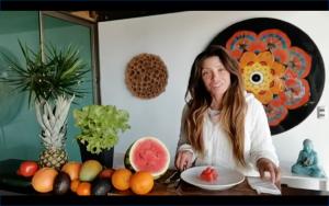 """Roxana Muñoz grabó momento en que vuelve a comer tras comentado ayuno: """"Es difícil de explicar lo que se siente"""""""