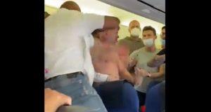 Pelea a golpes en un vuelo en Europa por dos pasajeros ebrios que querían viajar sin mascarilla