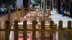 España ordena el cierre de discotecas y bares por rebrote de Covid-19