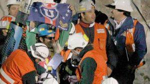 """El minero joven de Los 33: """"Si llegaba la muerte, lo hacía con mi banderita de la U al lado"""""""