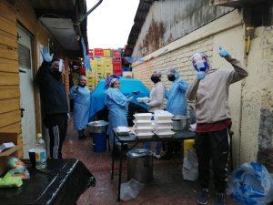 """En ADN todo suma: """"Los amigos de la boty"""" reparten 250 platos para los vecinos de Renca"""