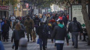 ¿Qué pasó con las cifras de contagios?: Gobierno y Colegio Médico se refirieron al elevado número de casos de covid-19 a un día de las elecciones