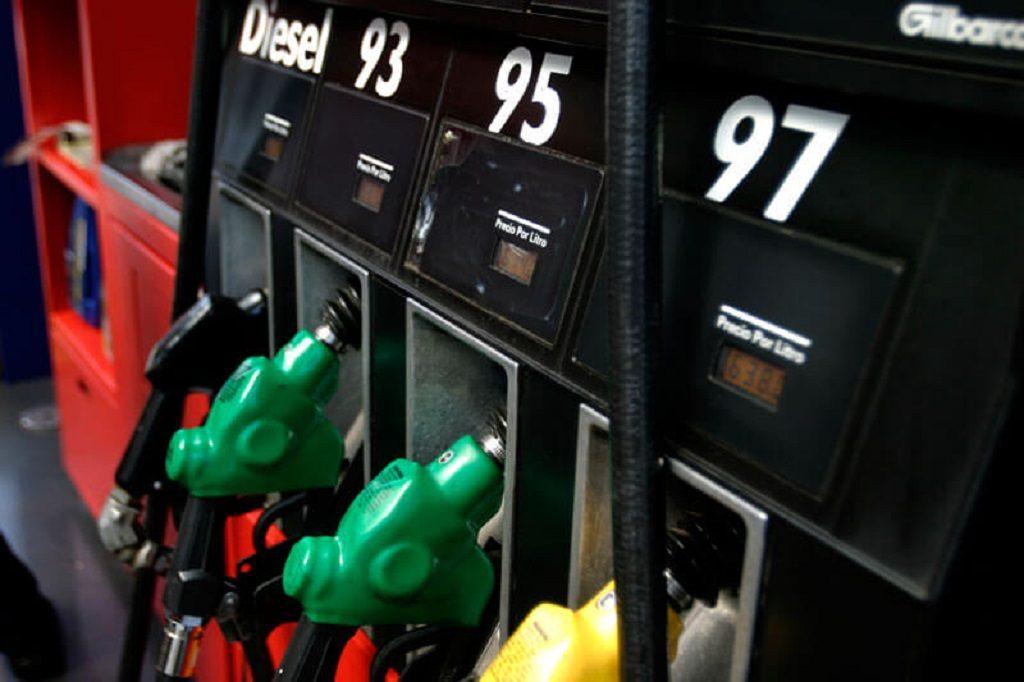 Tras cuatros semanas a la alza, ENAP informó que volverán a bajar los precios de los combustibles en el país