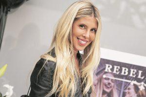 Mamá de Coté López se lució como modelo de la marca de ropa de su hija