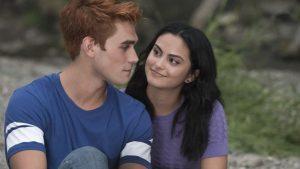 Actores de Riverdale muestran cómo se preparan para las escenas románticas debido al Covid-19