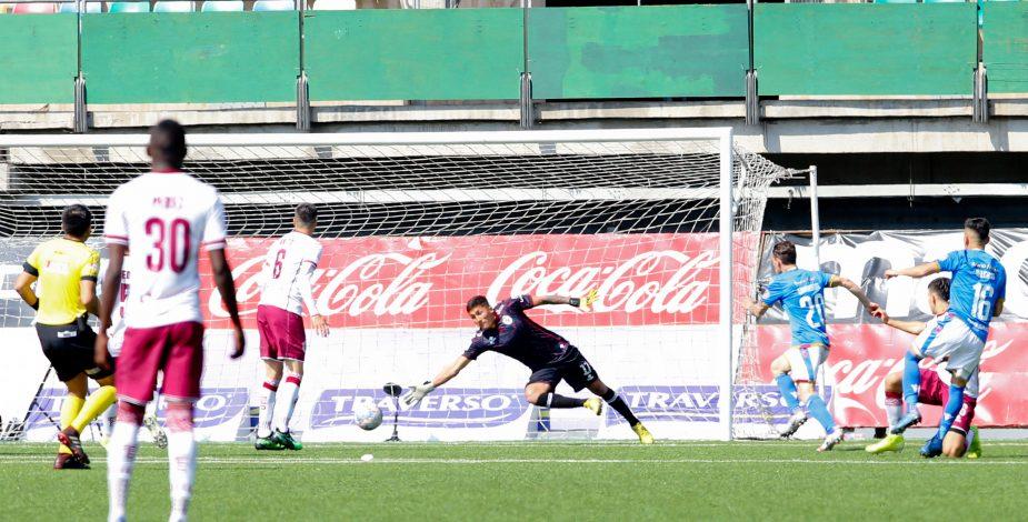 'Chupete' Suazo vuelve a marcar en Primera División tras cinco años