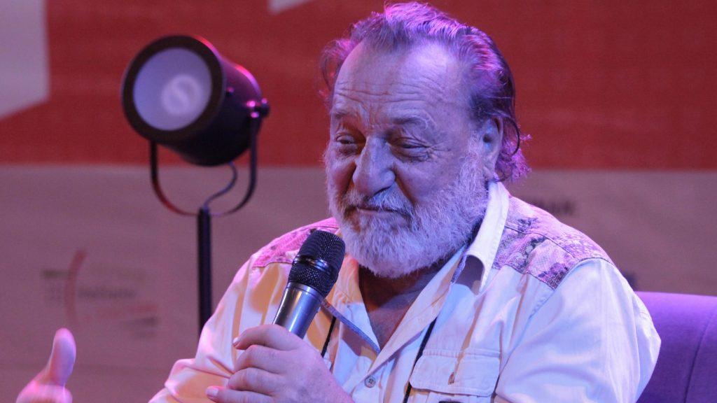 """""""No es mendicidad, es retribución, es fraternidad"""": Mauricio Redolés invita a recital de poesía en beneficio de Patricio Manns"""