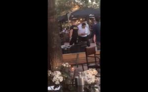 Se registró pelea en sector de bares en Vitacura: Sujeto terminó golpeando a una mujer