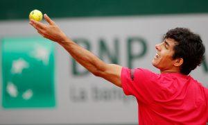 Cristián Garin avanzó a la segunda ronda de Roland Garros en casi tres horas de partido