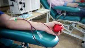 Pacientes Covid y quemados son quienes más la necesitan: Preocupa baja donación de sangre en la Posta Central