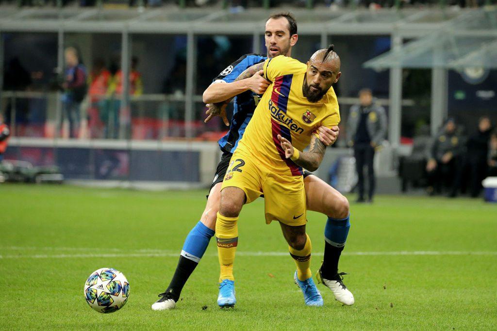 Medios italianos aseguraron que Vidal sería presentado este lunes en el Inter ante la inminente salida de Diego Godín