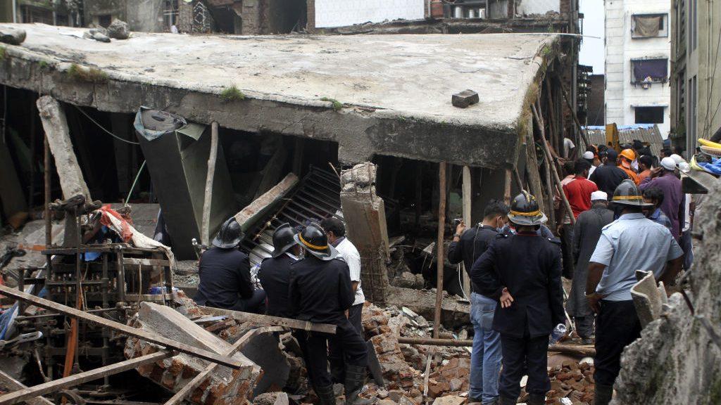 Al menos ocho personas murieron en derrumbe de edificio en la India