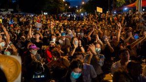 Miles de personas protestaron en Tailandia exigiendo mayor democracia y una reforma en la monarquía