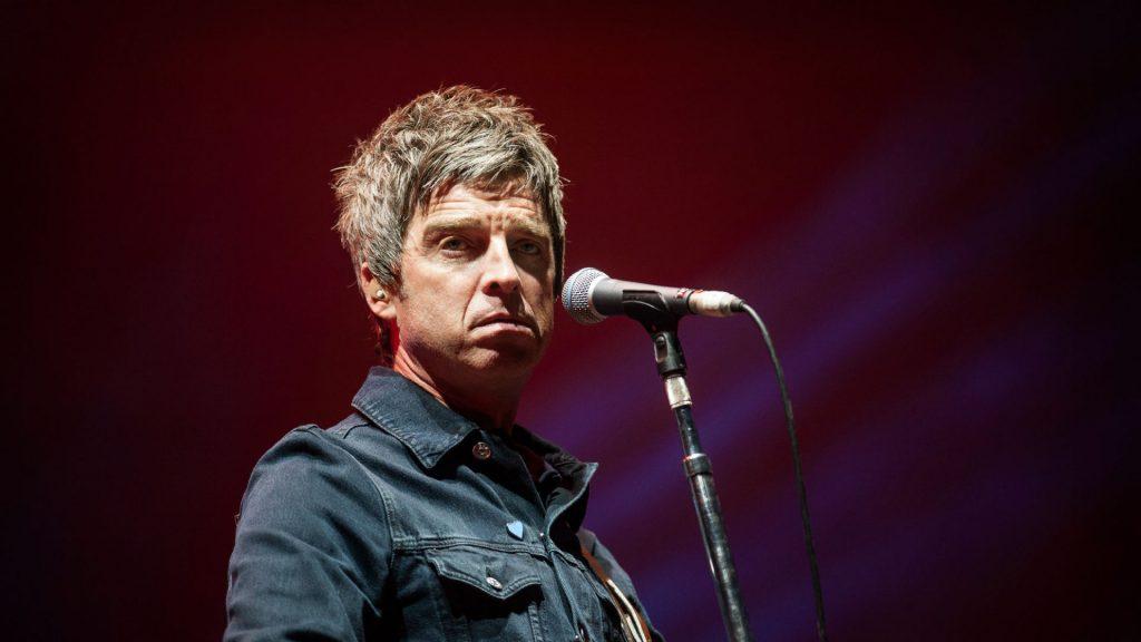 """Noel Gallagher sobre la sexualización de artistas femeninas: """"Todo esto viene de América, de esa estúpida cultura juvenil"""""""