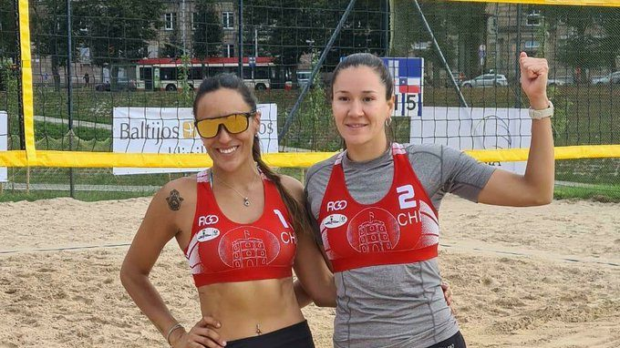 Las chilenas Francisca Rivas y Chris Vorpahl ganaron medalla de bronce en el Circuito Mundial de Vóleibol Playa