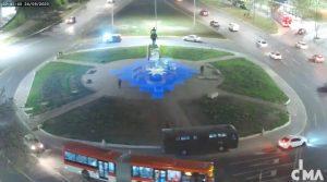 Carabineros usó foco para dificultar transmisión de intervención lumínica en el centro de Plaza Baquedano