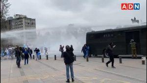 Carabineros procedió ante protesta de funcionarias TENS en el sector de Plaza Baquedano