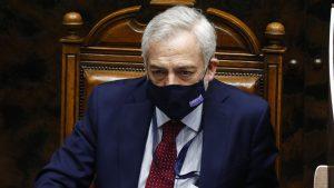 Senado suspendió participación en sala de su secretario general, Raúl Guzmán