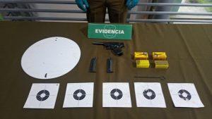 Carabineros detuvo a un adulto mayor que practicaba tiro en una plazoleta en Vitacura