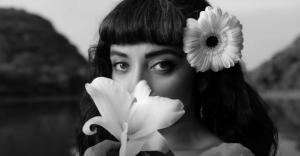 """Un dueto de película: Así es el videoclip de """"Que se sepa nuestro amor"""" de Mon Laferte y Alejandro Fernández"""