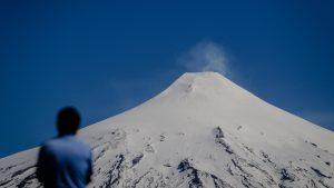"""Sernageomin reportó """"explosión moderada"""" en el cráter del volcán Villarrica"""