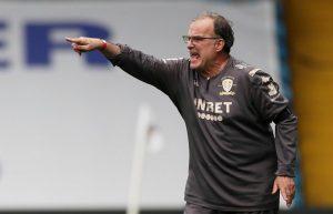 El Leeds de Bielsa goleó al Aston Villa de visita y acecha los primeros lugares de la Premier League