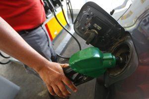 Tras cuatro semanas a la alza, este jueves volverá a bajar el precio de los combustibles en el país