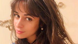 ¿Seis dedos? El curioso detalle en foto de Camila Cabello que llamó la atención