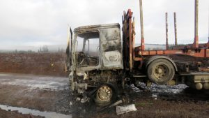 Ataque incendiario en provincia del Arauco dejó camiones quemados e intento de bloqueo de ruta